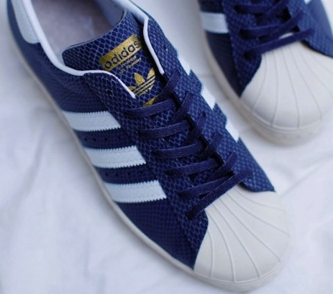 atmos-adidas-originals-superstar-80s-glow-in-the-dark-snake-02-570x556