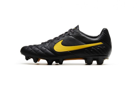 nike back to black Tiempo_Legend_Profile_large