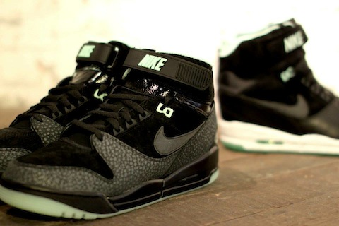 Nike revolution black mint