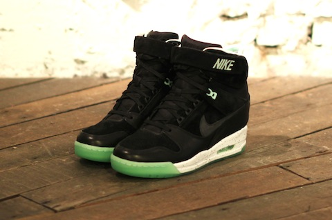 Nike revolution sky hi black mint