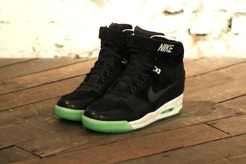 Nike revolution sky hi black mint