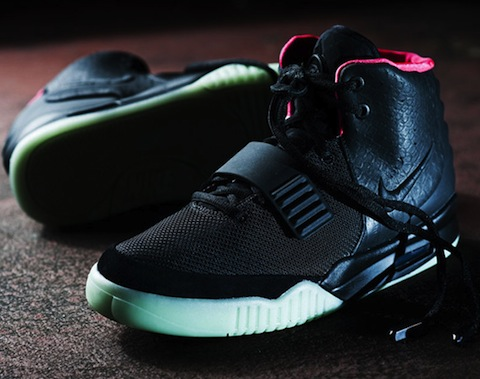 nike-air-yeezy-2-black-streething-011
