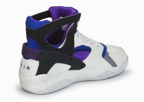 nike-basketball-1992-2012-air-flight-huarache-5-570x406