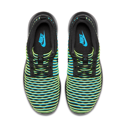 Roshe_Two_Flyknit_Womens_5_61387
