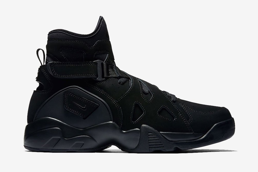 nike-air-unlimited-triple-black-1