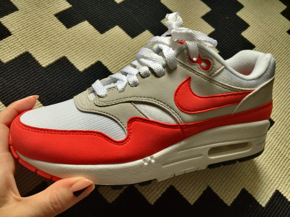 air max 1 og red on feet